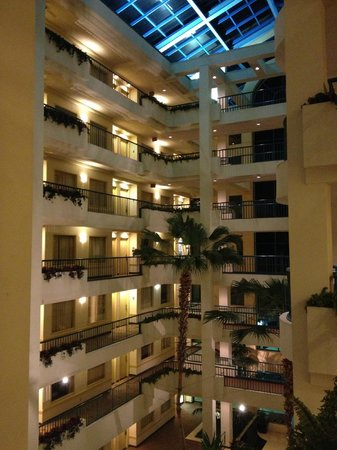 Hilton Boca Raton Suites: Atrium view from 4th floor