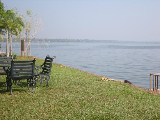 Punnamada Resort: View of Lake from Front of Hotel