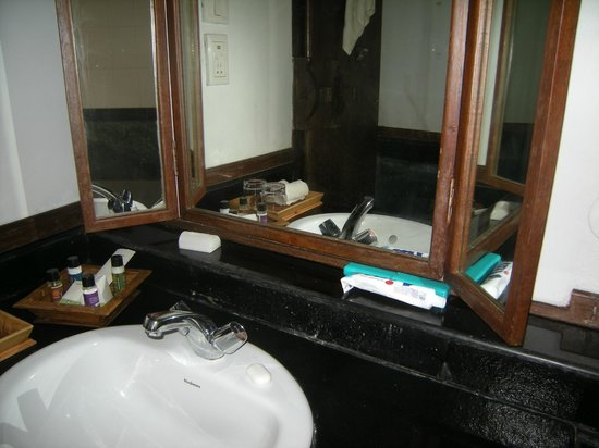 Punnamada Resort: Bathroom