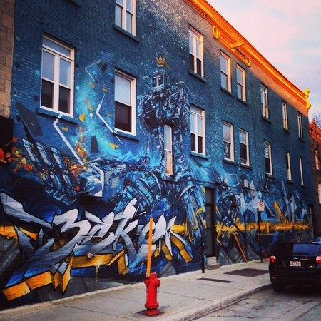 Plateau Mont-Royal : Artwork on Avenue Mont-Royal