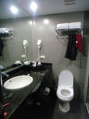 Riande Aeropuerto: Banheiro