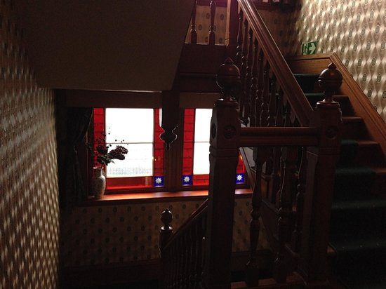 Rossmor Guest House: Stained glass in hall
