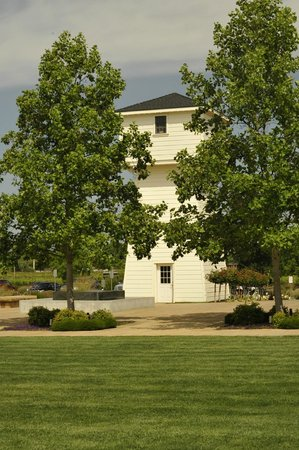 Silver Oak Cellars: Well house