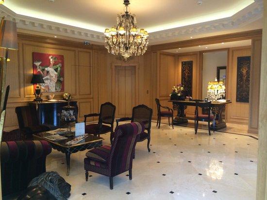 Villa Lara Hotel: Reception Area