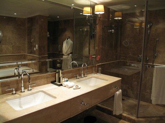 Taj Cape Town : Bathroom