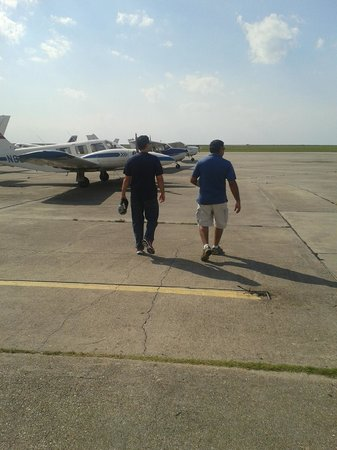 Flight Academy of New Orleans - Aerial Tours: On the tarmac