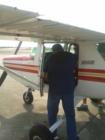Flight Academy of New Orleans - Aerial Tours: Getting on board