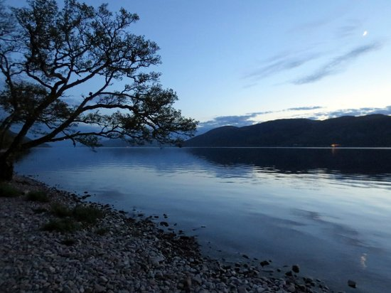 Balachladaich Loch Ness B&B : Stunning evening on the loch