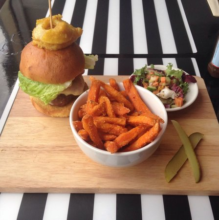 Jags@119: Cheese burger with sweet P fries and salad... ��