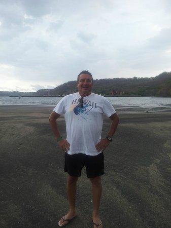 Allegro Papagayo: Posando en la playa
