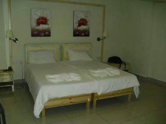 Alexandra Hotel Malta: Camera doppia con tanto di fiocco fatti con asciugamani come benvenuto