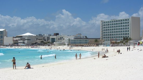 Krystal Cancun : Vista del hotel, a lo lejos