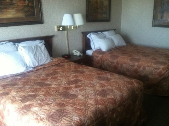 Plaza Hotel : Room cleaned AFTER we arrived