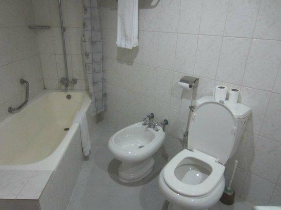 Silk Road Hotel: Bathroom
