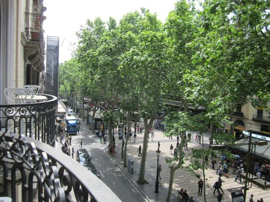 Hotel Continental Barcelona : La Rambla looking south