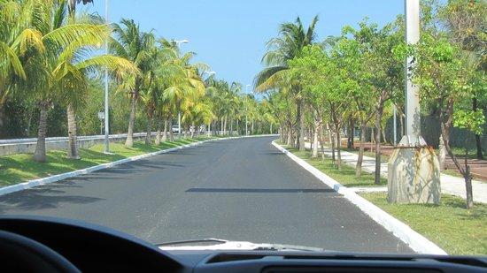 Avenida Kukulkan: La Avenida, yendo hacia la Zona hotelera