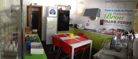 Surf' in Monkeys Surfcamp: Kitchen