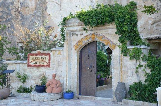 Elkep Evi Cave Hotel: entrance