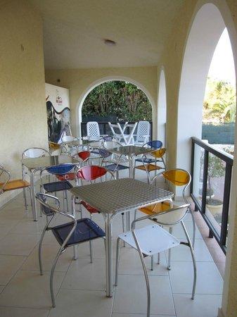 Villa Sunset Bed & Breakfast: terrasse petit déjeuner