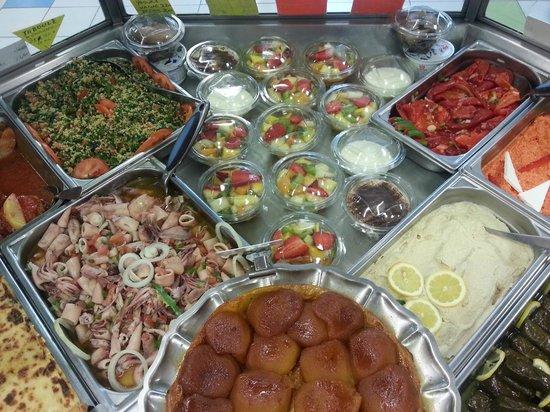 la grece : Hors d'oeuvre , entrées , desserts ( tout fait maison )