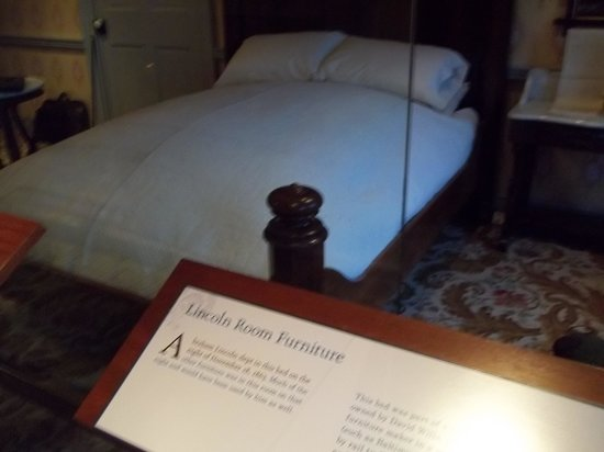 David Wills House: The Lincoln Bed