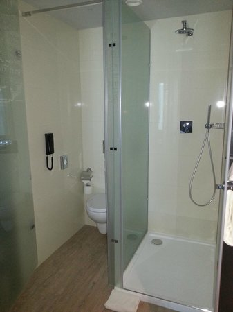 TRYP Lisboa Aeroporto Hotel: Salle de bains