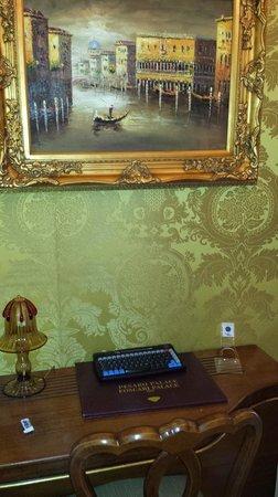 Hotel Pesaro Palace: Un particolare della stanza