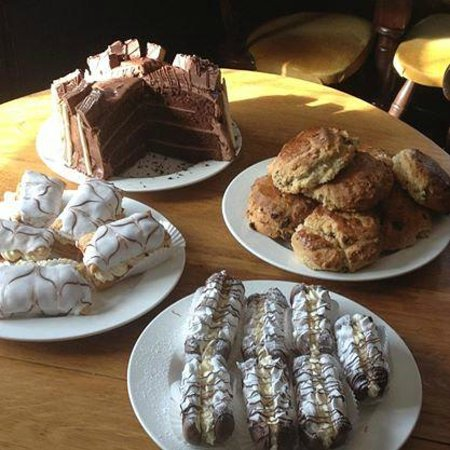 The Olde Watermill Shopping Village: Cake !