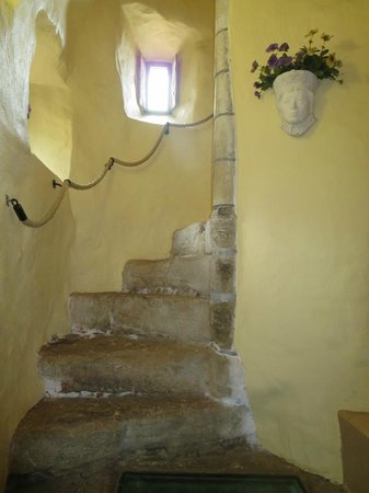 Faside Estate B&B: Staircase to room