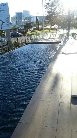 TRYP Lisboa Aeroporto Hotel : piscine exterieure