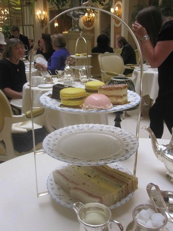 The Ritz London : The amazing cakes and sandwiches!