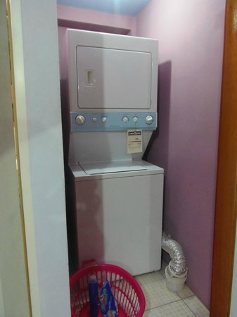 The Valley Oasis : Laundry area