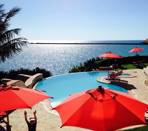 Karibu Lodge: piscine du Karibu et vue sur la mer