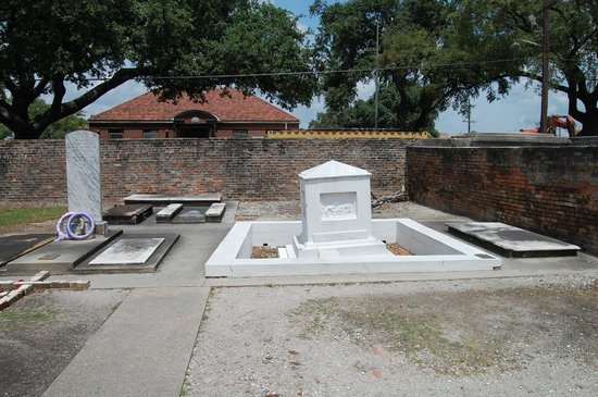 Save Our Cemeteries: Governor's first wife marker.