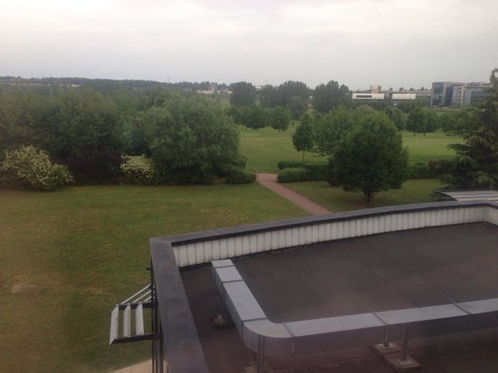 Best Western Plus Hotel Metz Technopole : View from window , golf area!