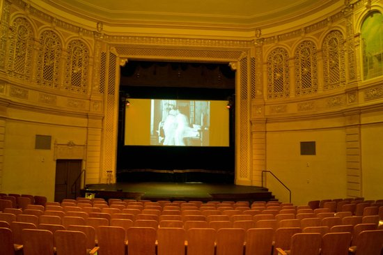 Astoria Riverwalk Inn: Historic Astoria Theatre, open when cruise ships are there. free
