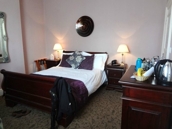 The Lord Rosebery: room