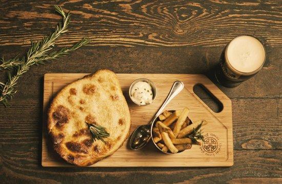 Dubh Linn Gate Irish Pub: Signature Steak & Guinness Pie Skillet