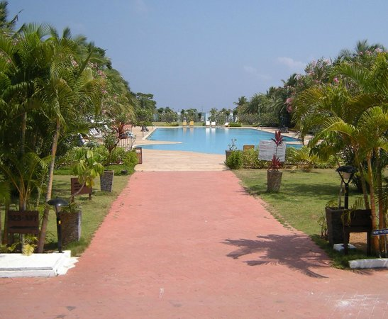 Chariot Beach Resort : From Lobby to Pool