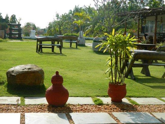 Chariot Beach Resort : Gardens