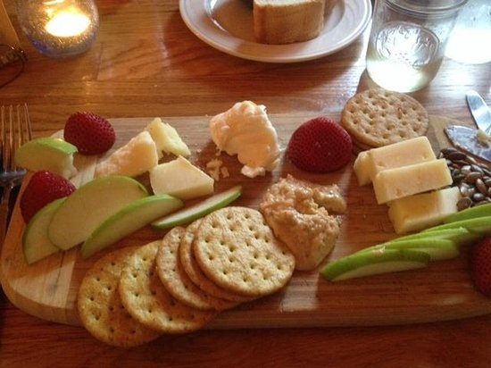 Lucky Hank's Restaurant & Cafe : Cheese & crackers app