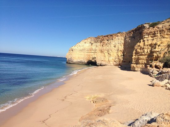 Hotel Baia Cristal: Beach near hotel