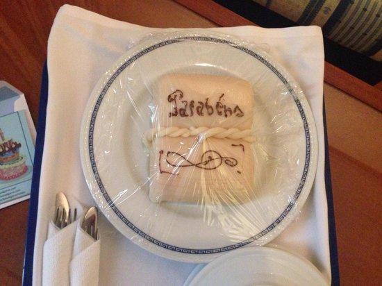 Hotel Baia Cristal: Birthday cake!
