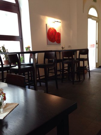 Manzana : Gorgeous place with a clean decoration and all concentration in the quality of their food