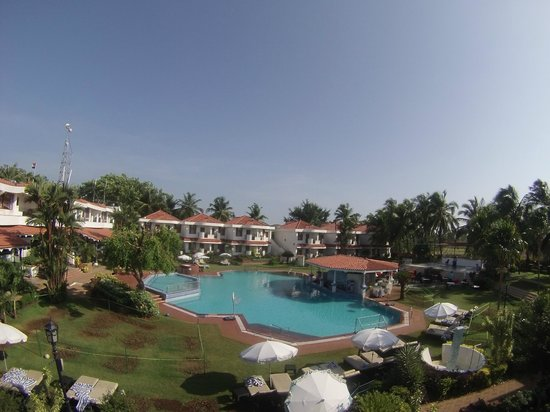 Heritage Village Resort & Spa Goa : бассейн