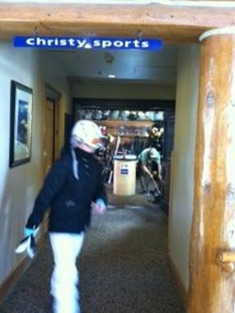 Christy Sports Ski and Snowboard: Mountain Lodge Christy Sports