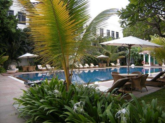 Vivanta by Taj - Connemara, Chennai: Swimming Pool