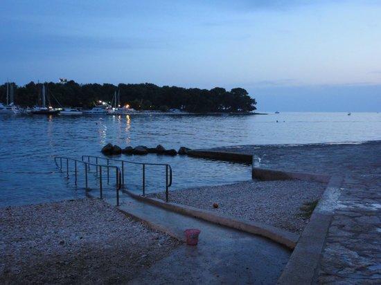 Villa Laguna Galijot : Пляж вечером