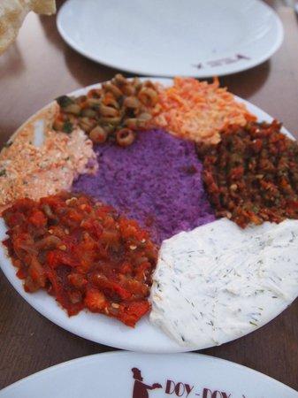 Doy Doy Restaurant: assiette d'entrée divers turque