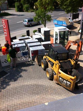 Amalienburg: men at work from 7 am